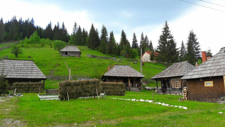 SUCEAVA Paste 2021 in Bucovina - Satul Bucovinean Breaza
