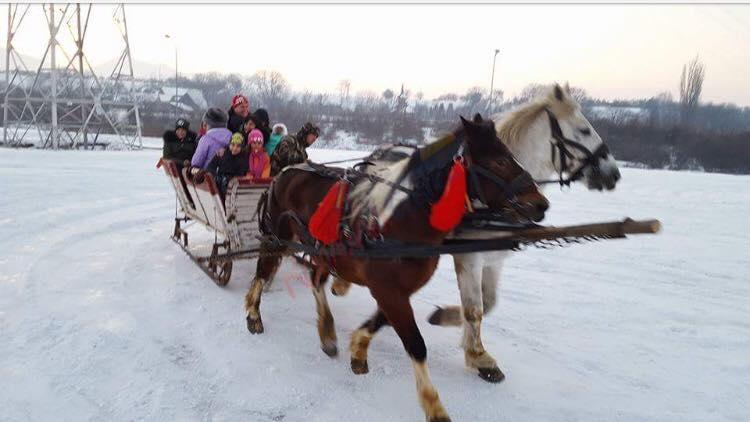 BRASOV Craciun  in rit vechi la Poalele Ciucasului